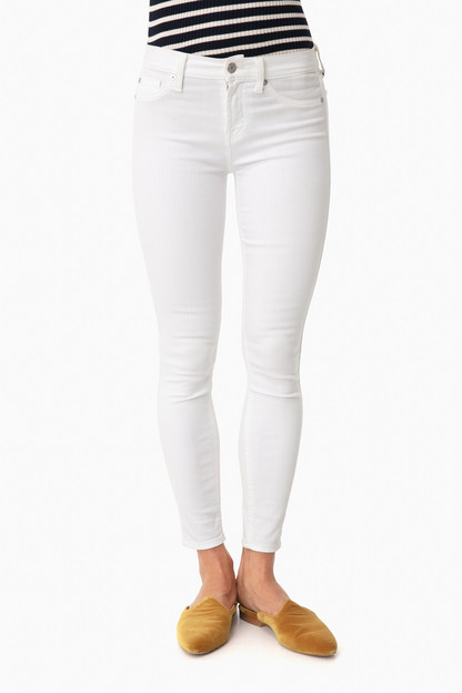 clean white ankle skinny jeans
